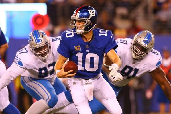 Eli Manning of the New York Giants scrambles
