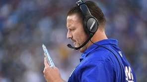 Giants head coach Ben McAdoo directs a play