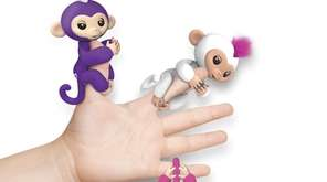 Fingerlings Baby Monkeys hang onto kids' fingers and