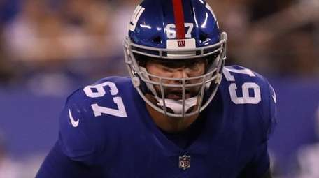Giants guard Justin Pugh #67 lines up during