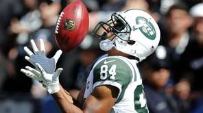 Jets kickoff returner Kalif Raymond catches the ball