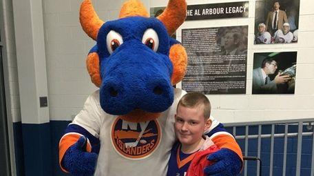 Islanders mascot Sparky with Kidsday reporter John King
