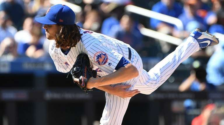 New York Mets starting pitcher Jacob deGrom delivers