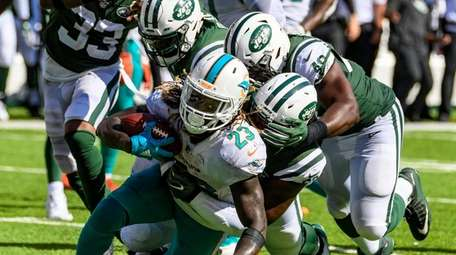 Jets defense suffocates Miami Dolphins running back Jay