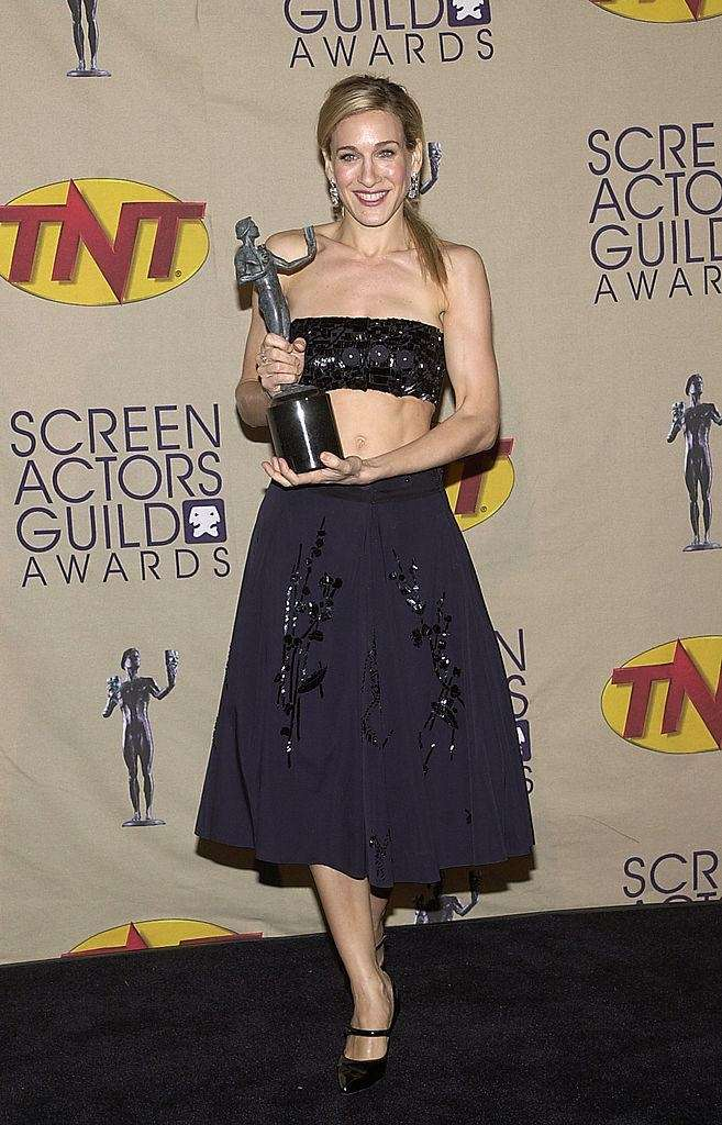 Sarah Jessica Parker backstage with her award at
