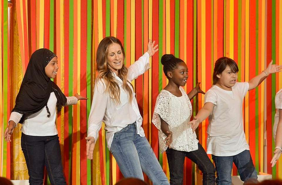 Sarah Jessica Parker and students from the Martin
