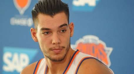 Willy Hernangomez speaks during Knicks media day at