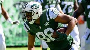 Jets tight end Austin Seferian-Jenkins runs during the