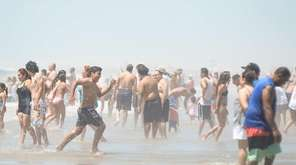 Crowds enjoy their Fourth of July weekend at
