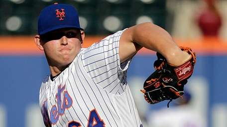 Mets starting pitcher Chris Flexen delivers during the