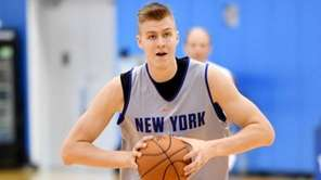 Knicks' Kristaps Porzingis running drills during the first