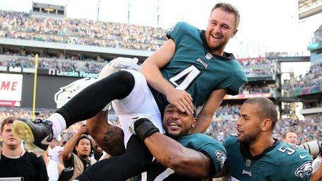 Jake Elliott of the Eagles is picked up