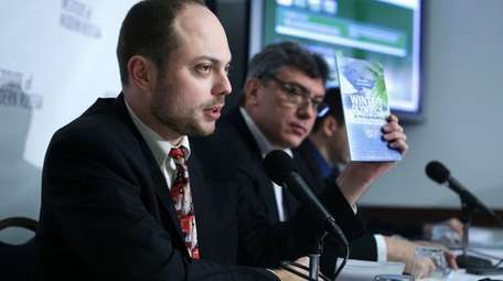 Vladimir Kara-Murza, foreground, helps lead Open Russia, the
