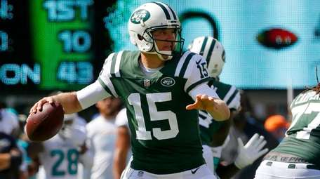Josh McCown of the Jets throws against the