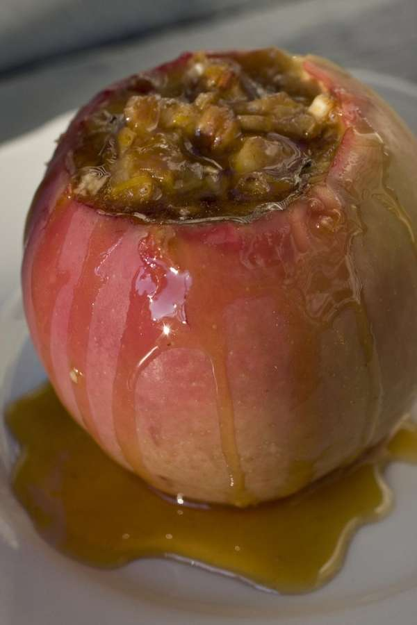 Baked apples with dates and pecans take only