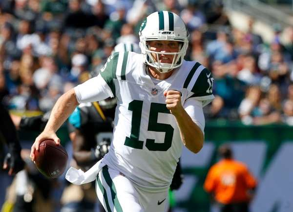 Josh McCown of the New York Jets runs