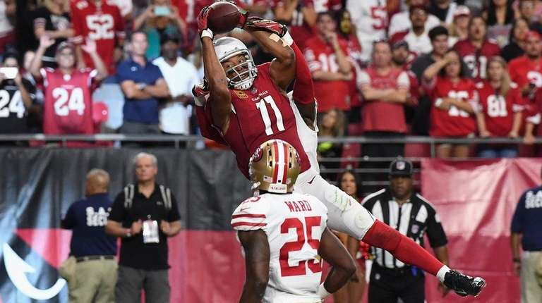 Larry Fitzgerald of the Cardinals makes the game-winning