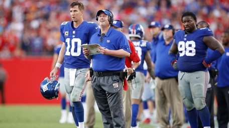 Coach Ben McAdoo and Eli Manning of the