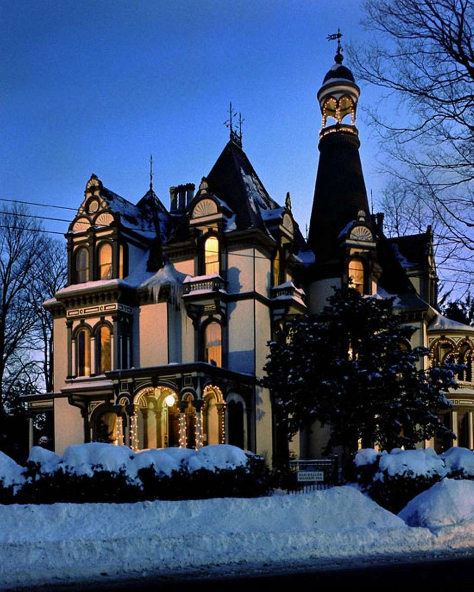 Haunted House York University: Historic Lodges In New York State To Visit