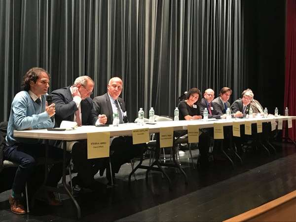 Candidates for Oyster Bay Town supervisor and town