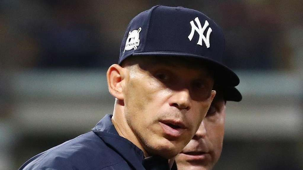 Joe Girardi of the New York Yankees argues