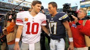 Giants quarterback Eli Manning (10), talks with San
