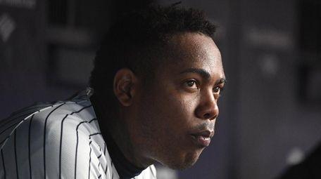 New York Yankees relief pitcher Aroldis Chapman looks