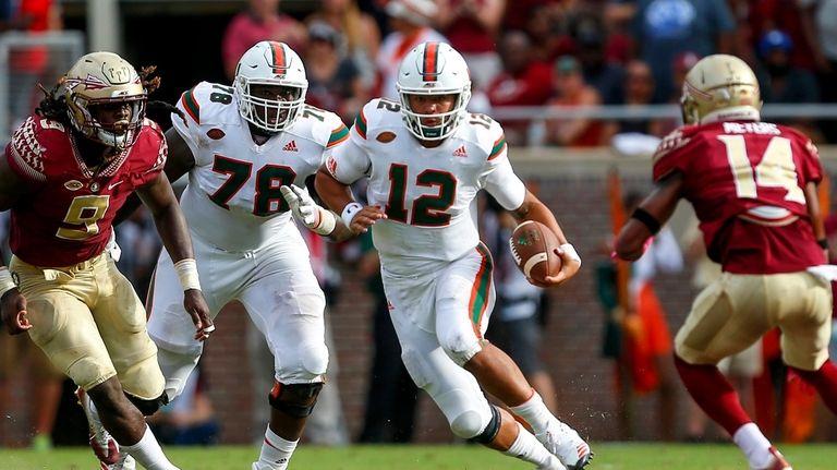 Quarterback Malik Rosier of the Miami Hurricanes scrambles