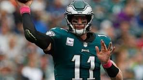 Quarterback Carson Wentz of the Eagles throws a