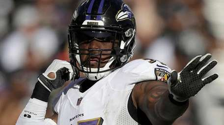 Ravens outside linebacker Terrell Suggs celebrates after sacking