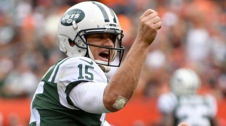 Jets quarterback Josh McCown celebrates his 24-yard touchdown