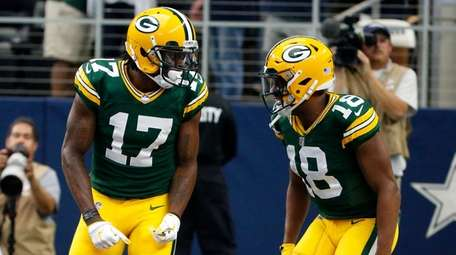 Packers wide receiver Davante Adams and wide receiver