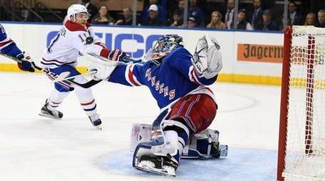 Rangers goaltender Henrik Lundqvist makes asave on Brendan