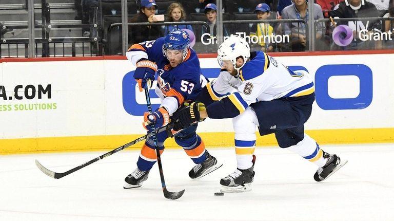 Casey Cizikas of the New York Islanders keeps