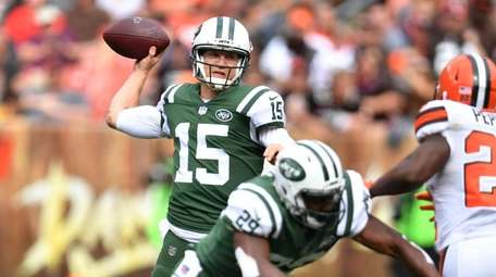 Josh McCown of the New York Jets looks