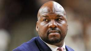Chuck Person, Auburn assistant coach, during a timeout