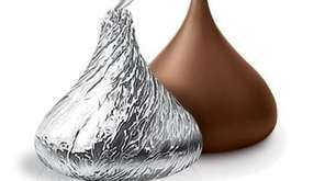 Hershey Kisses: 322,884 pounds