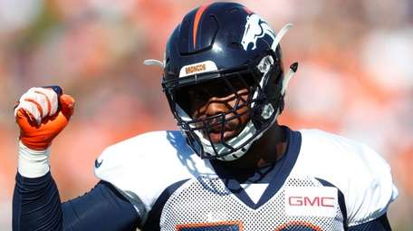 Broncos linebacker Von Miller takes part in drills