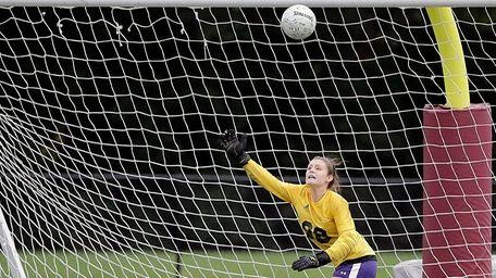 KIngs Park's Samantha Hogan's shot on goal sails
