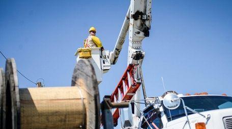PSEG Long Island employees and field technicians train