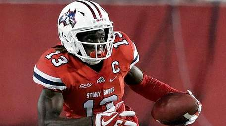 Stony Brook wide receiver Ray Bolden makes a