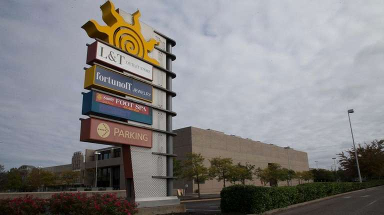 Source Mall In Westbury To Get 25m Renovation New Owner Says Newsday