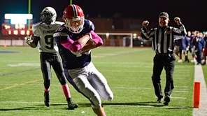 Mike Manfredo of MacArthur scores a touchdown against