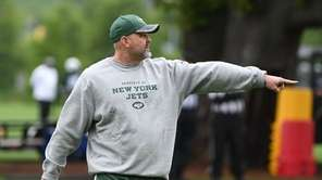 Jets offensive coordinator John Morton directs players