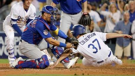 The Dodgers' Charlie Culberson is called safe at