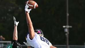 Owen Glascoe #88 of Massapequa catches a pass