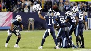 Titans linebacker Wesley Woodyard celebrates with teammates after sacking