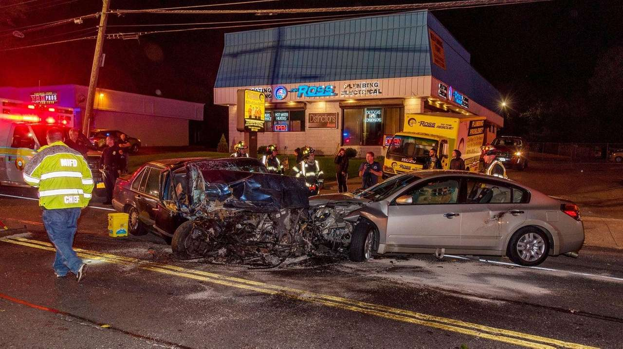 4 injured in multivehicle crash in middle island police say newsday
