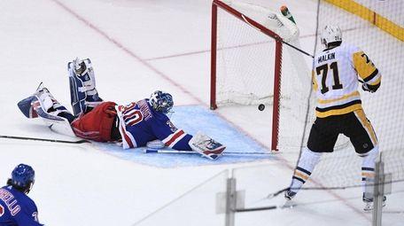 Pittsburgh Penguins center Evgeni Malkin scores a goal