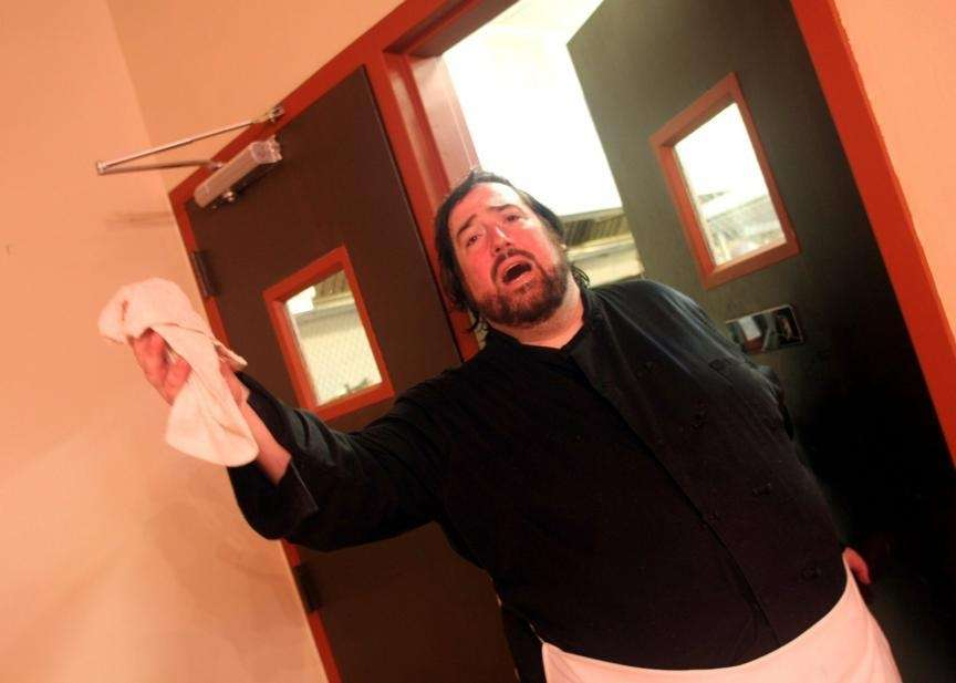 Chef and world-class tenor Richard Desmond breaks into